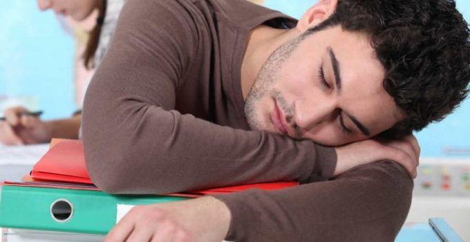 Gün içinde aniden uyku basması ve olası nedenler 3